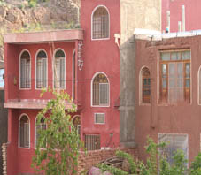 http://key2persia.com/shared/data/pages/lang/iran_travel_guide/central_iran/abyaneh/iran_abyaneh_village%20house.jpg