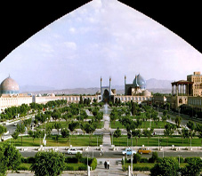 http://key2persia.com/shared/data/pages/lang/iran_travel_guide/central_iran/esfahan/iran_esfahan_imam%20squre.jpg
