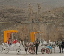 http://key2persia.com/shared/data/pages/lang/iran_travel_guide/central_iran/persepolis/iran_shiraz_coaches.jpg