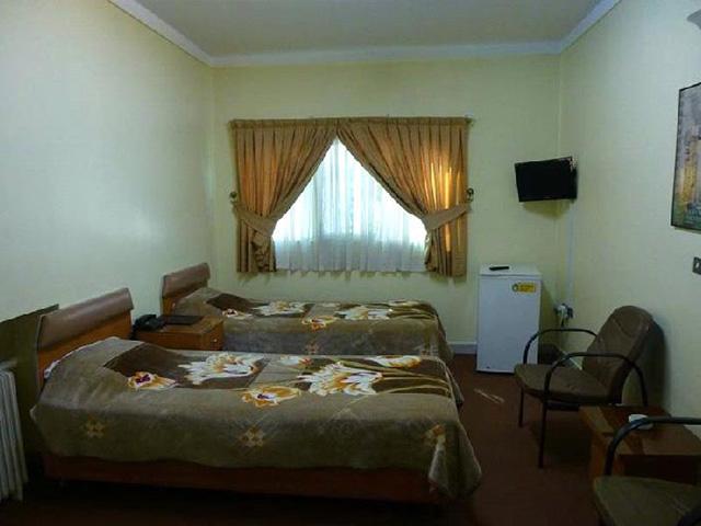 l'hotel parastu tehran