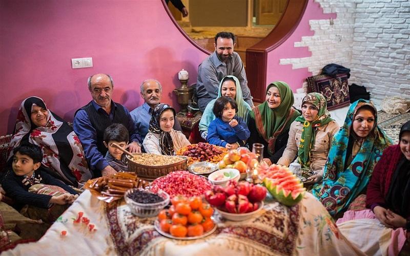 persische familie im yalda nacht